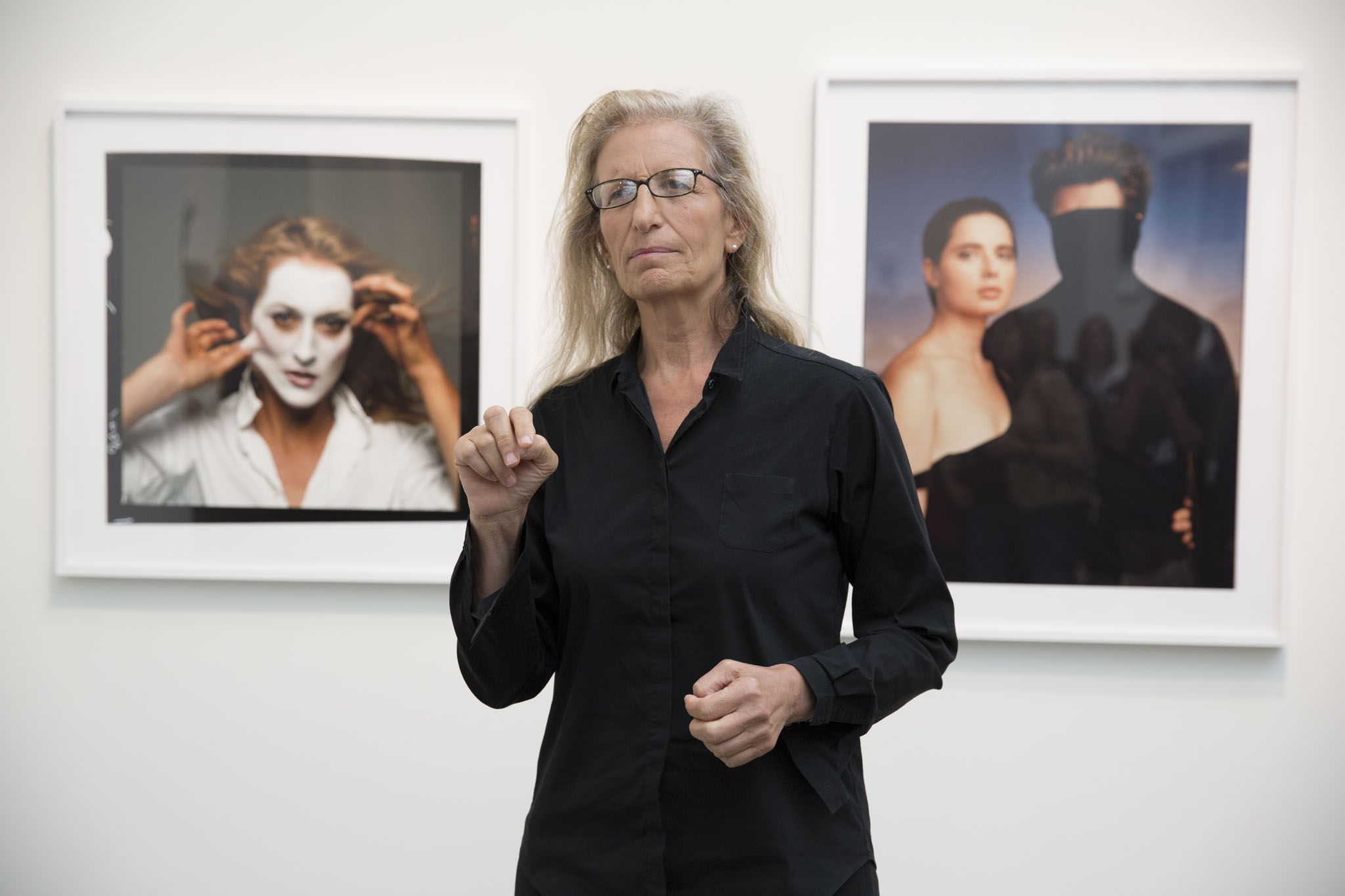 critical analysis of the photographic work of annie leibovitz essay Leibovitz has shown in international museum exhibitions, and received numerous photographic awards, yet most of her work is accessible and was originally published in commercial venues the blending of fine art and popular contexts lends her work a unique cultural cachet.